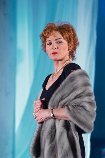 Charisma and sexual magnetism: Kim Cattrall as Alexandra Del Lago
