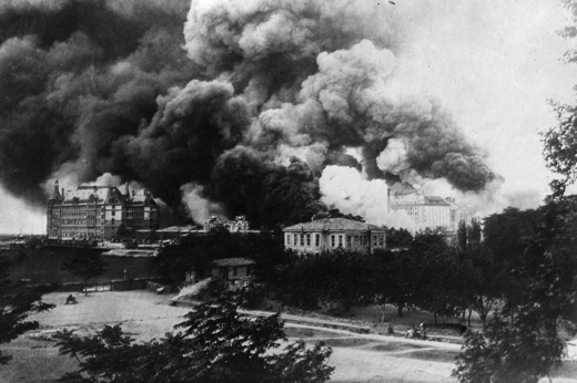 Constantinople (Istanbul) ablaze in 1916 (Photo: Getty)