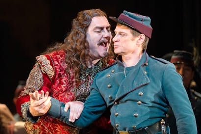 Bryn Terfel as Méphistophélès and Simon Keenlyside as Valentin in 'Faust