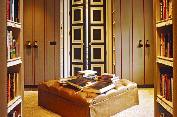 A dressing room in London designed by Nicky Haslam, inspired by Dorothy Draper's lobby at the Carlyle Hotel in New York