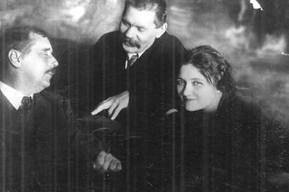Moura Budberg with two of her lovers, H.G. Wells and Maxim Gorky