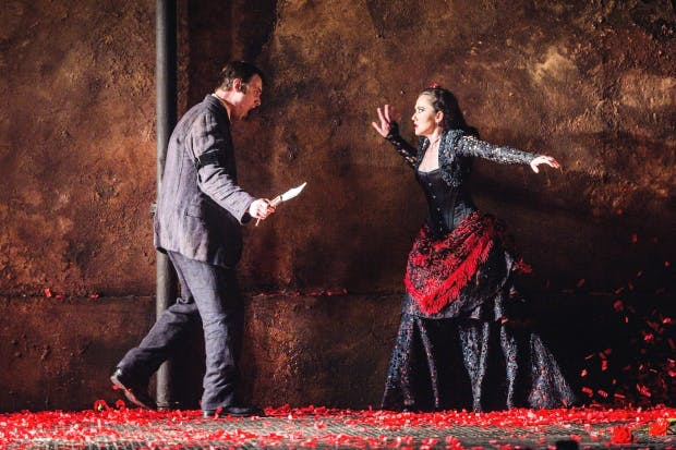 Stéphanie d'Oustrac (Carmen) and Pavel Cernoch (Don José) in 'Carmen' at Glyndebourne