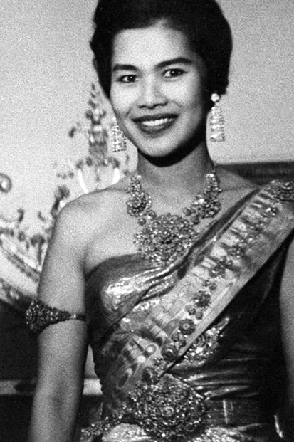 Export queen: Sirikit wears Thai silk in Paris, 1960
