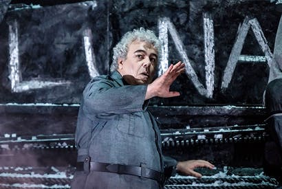 Brutality, brutalism and barbed wire: Maurizio Muraro as Ferrando in David Bösch's 'Il trovatore'