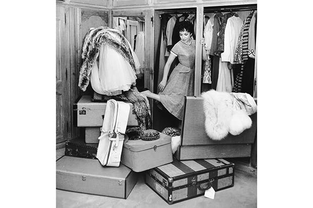 Too much clutter: Gina Lollobrigida reorganises her wardrobe
