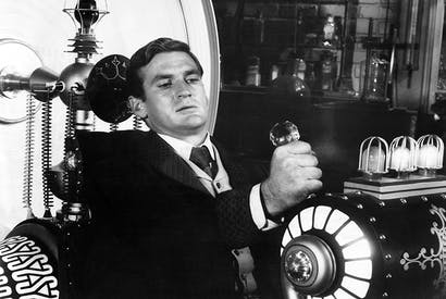 Rod Taylor works his invention in a film version of HG. Wells's The Time Machine
