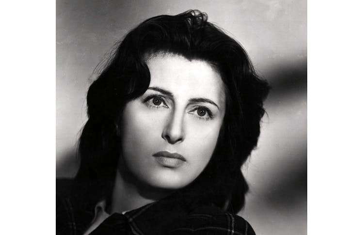Anna Magnani: Fellini describes her circling the Pantheon, laden with bags, feeding stray cats