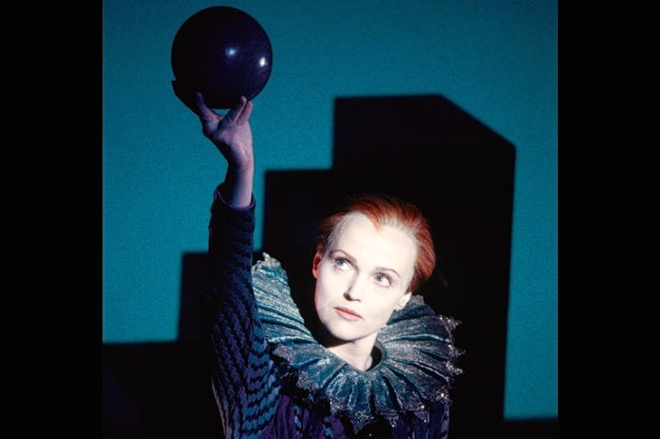 Miranda Richardson in Robert Wilson's 1996 production of Orlando for the EIF