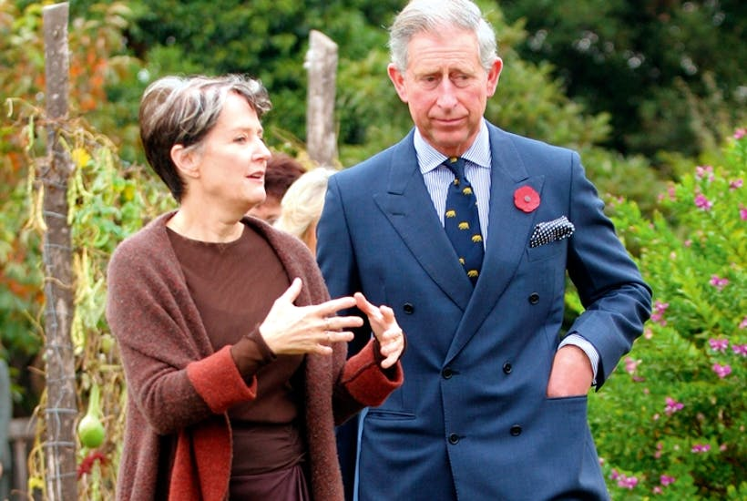Alice Waters shows the Prince of Wales around her 'Edible Schoolyard' garden in California