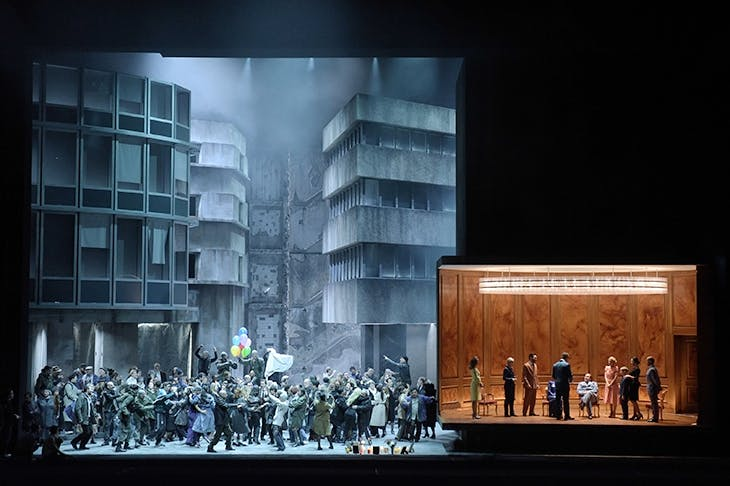 The thrilling first part of Dmitri Tcherniakov's new production of Berlioz's Les Troyens for Opéra Bastille. Photo: Vincent Pontet / Opéra National de Paris